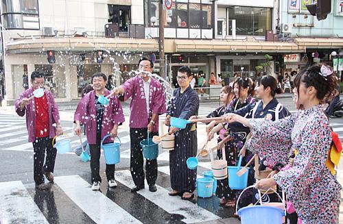 打ち水in片町商店街