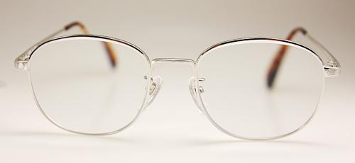 メガネフレームの形を変える